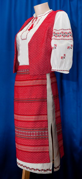 Народний одяг — традиції й сучасність - Український Одяг ... d818d07193a42