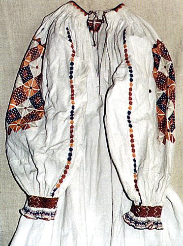 """Сорочка """"заспулниця"""", спинка з розрізом. 40-і рр. 20 ст. с.Синевір, Міжгірський район"""