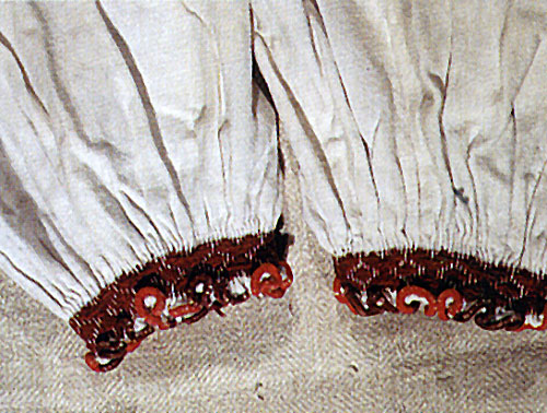 Фрагмент рукавів, зрямлених при зап'ясниках. Кінець 19 ст. с.Сокирниця, Хустський район.